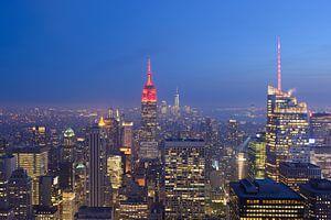 Manhattan New York met het Empire State Building in de avond