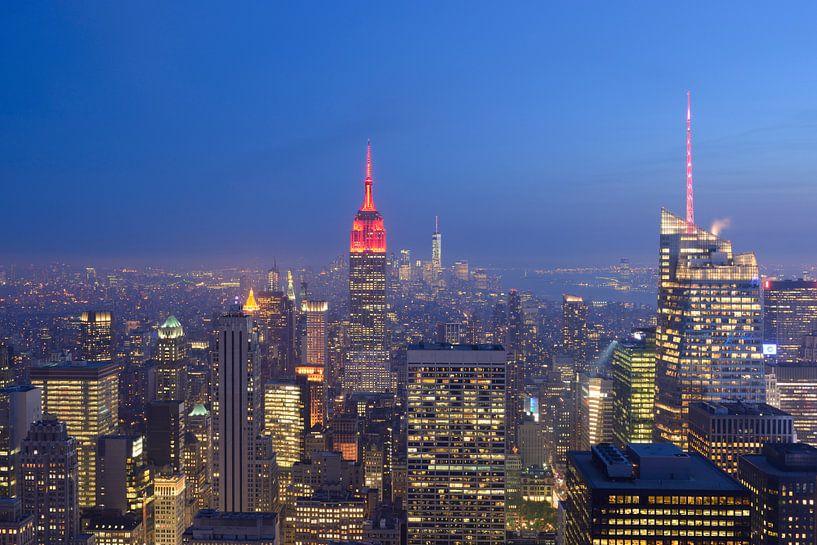 Manhattan New York met het Empire State Building in de avond van Merijn van der Vliet