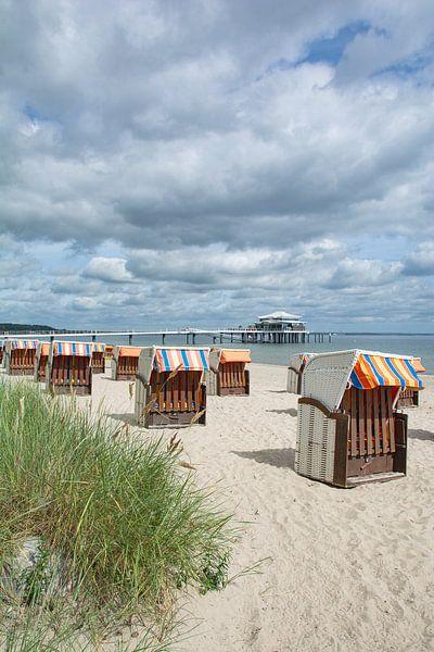 op het strand van Timmendorf aan de Oostzee van Peter Eckert