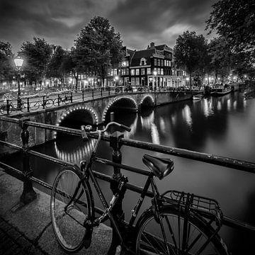 AMSTERDAM Abendimpression von der Brouwersgracht | Monochrom von Melanie Viola