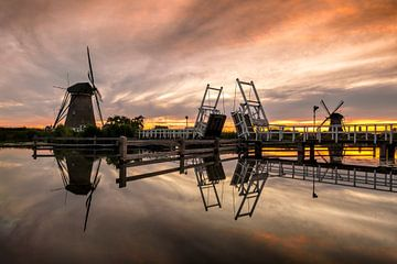 Molens Kinderdijk tijdens zonsondergang van Sander Groenendijk