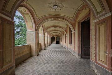 Lost Place - Oriental Hallway von Linda Lu