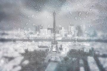 PARIS SKYLINE Regenachtige dag | Dromerig blauw van Melanie Viola