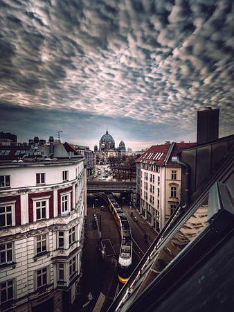 Berlin Clouds van Iman Azizi
