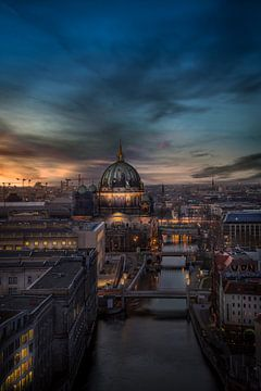 Coucher de soleil sur la cathédrale de Berlin sur Iman Azizi