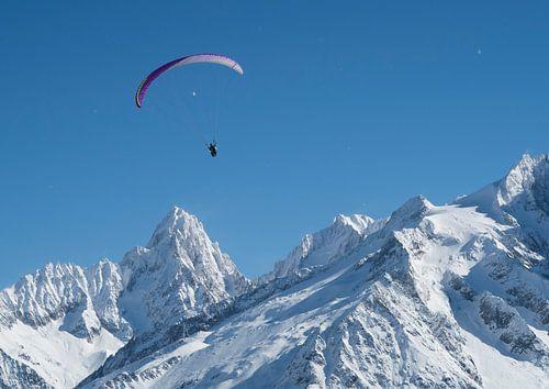 Gleitschirmflieger in Chamonix von Menno Boermans