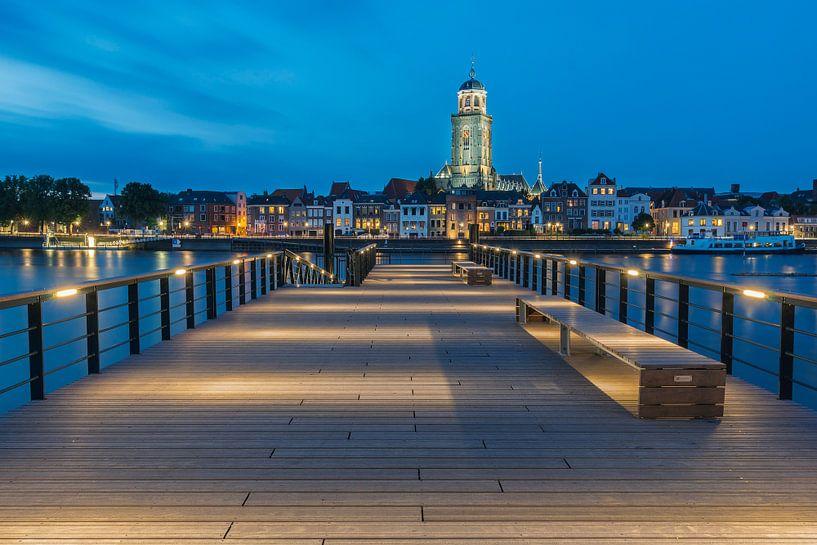 Deventer at night van Jan Koppelaar