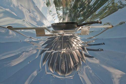 Zonne-oven; eitje bakken met zonne-energie van