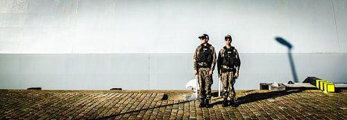 Zuid-Koreaanse matrozen op wacht in Rotterdam van