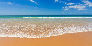 Sandstrand an der Algarve in Portugal von Werner Dieterich