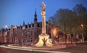 De Draak van Den Bosch bij avond van