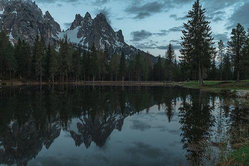 Dolomites lake reflections van michael regeer