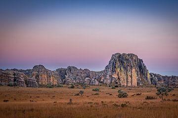 Zonsondergang bij Isalo National Park van Annette Roijaards