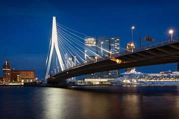 De Erasmusbrug in Rotterdam van Simon Bregman