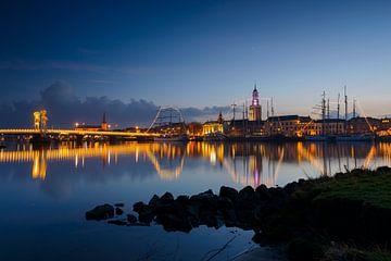 Kampen skyline aan de IJssel na zonsondergang van Sjoerd van der Wal