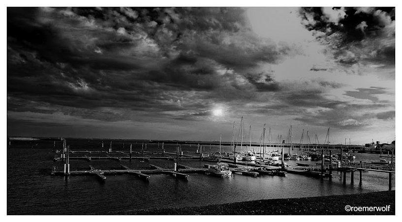 sunset at harbor langeoog von Harry Roemeling