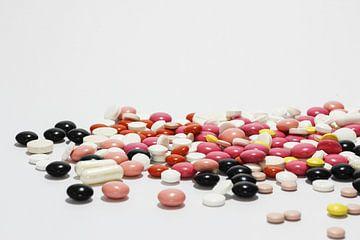 Assortiment gekleurde pillen van Judith Robben