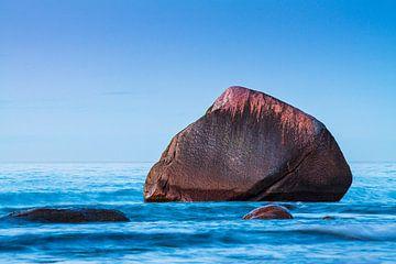 Der Schwanenstein an der Ostseeküste bei Lohme auf der Insel Rügen von Rico Ködder