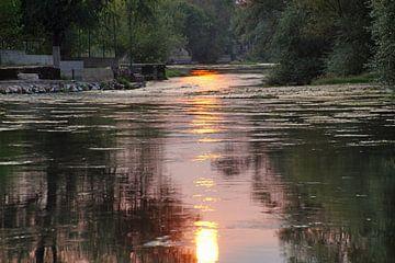 zonsondergang boven rivier van wil spijker