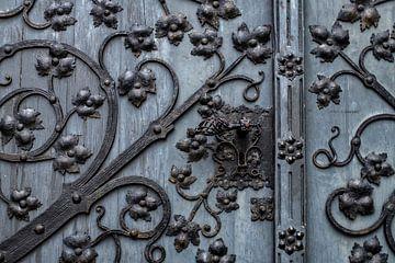 beslag op kerkdeur