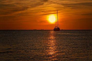 sunset eagle beach von