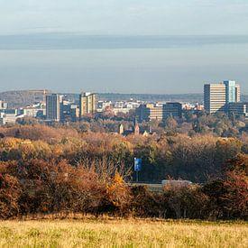 Skyline van Heerlen in herfstkleuren van John Kreukniet