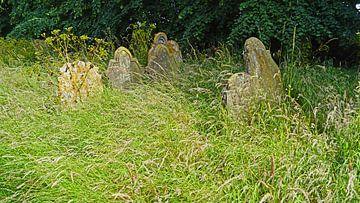 Friedhof mit alten Gräbern an der St. Andrew's Church in Gorleston-on-Sea. von Babetts Bildergalerie