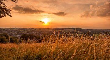 Zonsondergang Gulpen von John Kreukniet