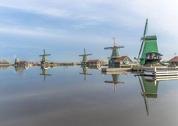 Spiegeling van de windmolens van René van Leeuwen