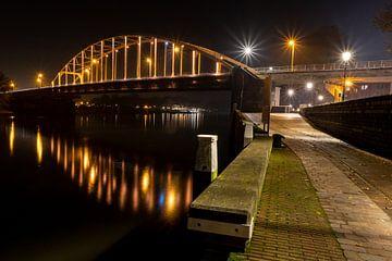 Brücke bei Deventer über die IJssel in orangefarbenem Zustand von VOSbeeld fotografie