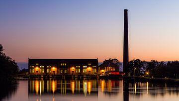 D.F. Station de pompage des eaux usées au coucher du soleil sur Bert Nijholt
