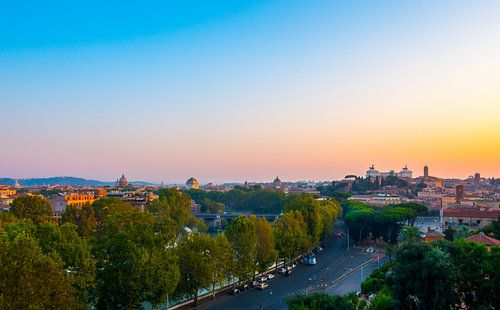 Sunrise - Rome van
