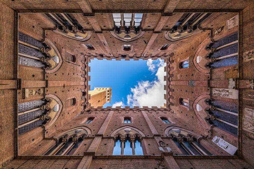Torre del Mangia in Siena van Denis Feiner