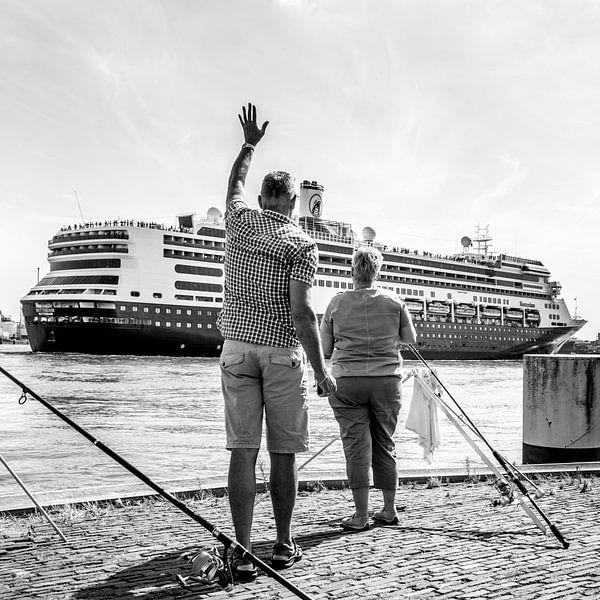 Uitzwaaien cruiseschip van Ton de Koning