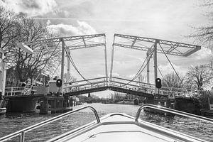 Open brug over de Vecht (zwart wit) van Kaj Hendriks