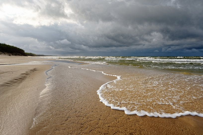 Brandung am einsamen Strand von Ralf Lehmann