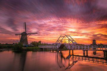 Een mooie zonsondergang  in Kinderdijk van Alex Riemslag