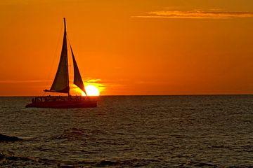 zonsondergang met zeilboot van gea strucks