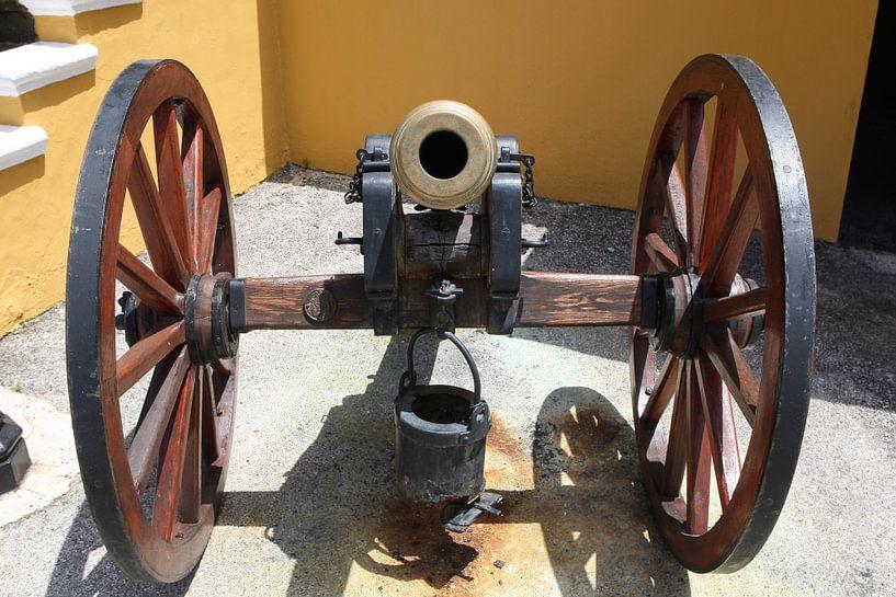 kanon bij fort amsterdam willemstad curacao van Frans Versteden
