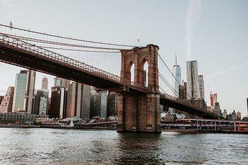 Skyline mit der Brooklyn Bridge | New York | Farbenfrohe Reisefotografie von Trix Leeflang