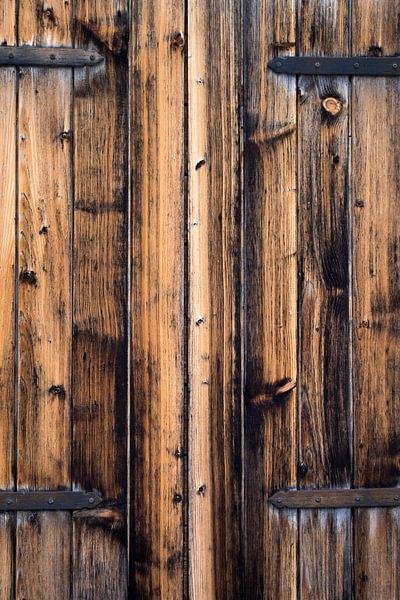 eikenhouten luiken met beslag van Hanneke Luit