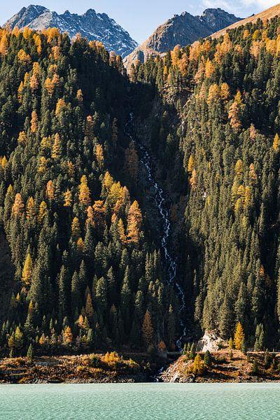 Waterval in de herfst van Hidde Hageman