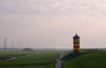 Leuchtturm Pilsum im Dunst von Rolf Pötsch