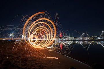 Vuurwerk aan de oevers van rivier de IJssel van Fotografiecor .nl