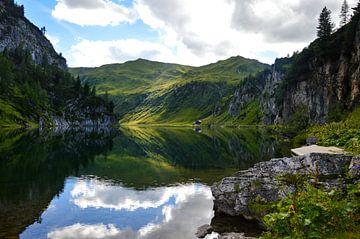 Tappenkarsee, bergmeer in de Alpen von Renske Huiskes
