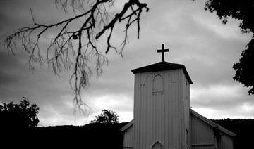 Kerkje in Noorwegen van Rob van Dam