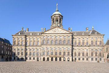 Verlaten Dam plein met het Koninklijk Paleis van Amsterdam in Amsterdam van Sjoerd van der Wal