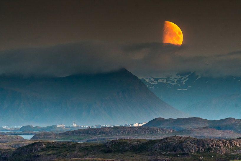 Mondaufgang Snaefelness, Island von Herman van Heuvelen