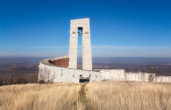 Vervallen Monument in Bulgarije. van Roman Robroek