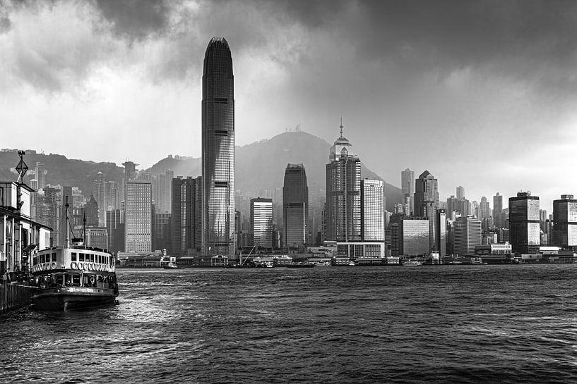 HONGKONG 35 - Het tyfoonseizoen van Tom Uhlenberg